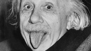 Albert Einstein tire la langue